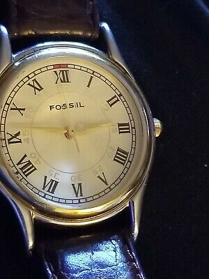 VINTAGE MENS FOSSIL WATCH PC-9580 ROMAN NUMERAL and PRISM CRYSTAL/GLASS.