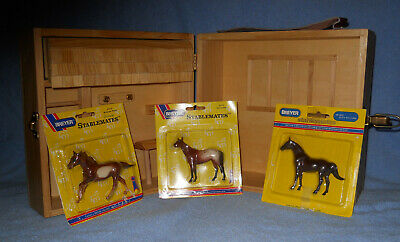 Vintage Breyer Stable Case with 3 Horses NOC