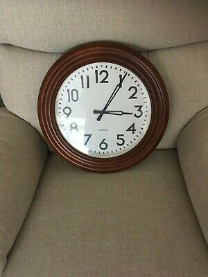 Lovely Large Traditional Circular Quartz Wall Clock Brown Wood (Like An Old Scho
