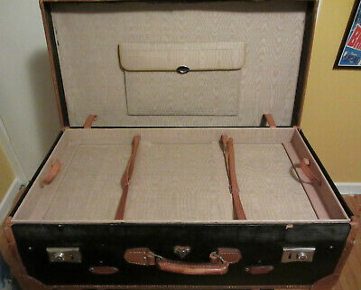 Large French suitcase with tray, no key