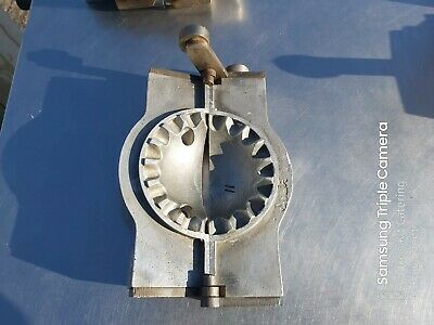 """Camwheat Crypto Hand Turnover Pastry, Pasty  Cp66 4"""" Serrated Oval Die"""