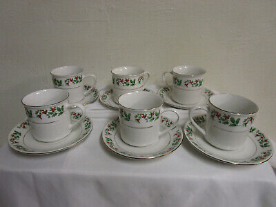 Gibson Everyday Christmas charm Holly Berries set of 6 Cups and Saucers