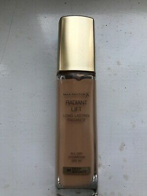 Max Factor Radiant Lift Long Lasting Radiance Foundation SPF30 30ml
