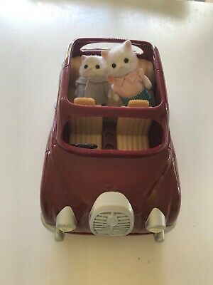SYLVANIAN FAMILIES RED SALOON CAR With 2 Figures