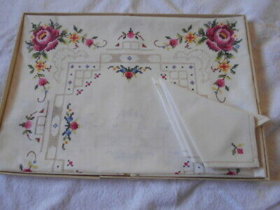 Vintage embroidered roses TABLE CLOTH&4 napkins NEW&box shabby 85cm cross stitch