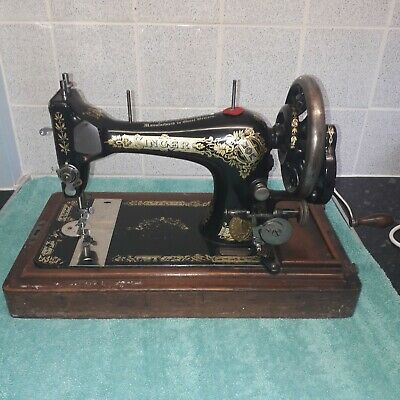 Antique Hand Crank Singer Sewing Machine With Wooden Case