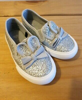 Girls Silver Glittery Sparkly Slip on Shoes Infant/toddler Size 6  New Condition