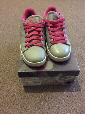 Girls grey And pink Heelies By Sidewalk Sports Size 2, Used But With Box.