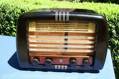Superb Vintage Brown Bakelite Philips Valve Radio
