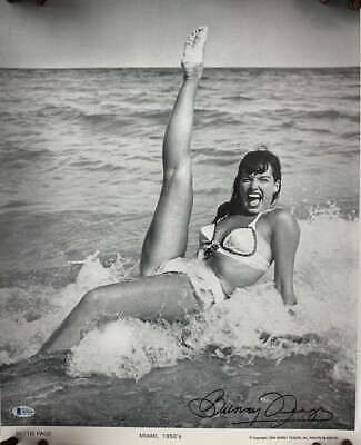 Bunny Yeager Signed Autographed 16x20 Bettie Page Photograph Beckett BAS