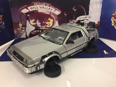 Back to the Future II Delorean Flying Version Scale 1:24 Welly 22441FV