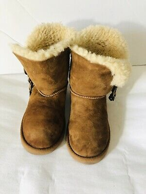 Ugg Girls Suede Brown Classic Short Winter Boots. Size 3W