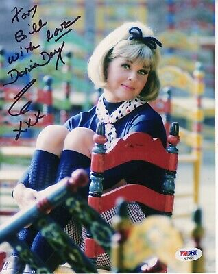 DORIS DAY HAND SIGNED 8x10 COLOR PHOTO    GORGEOUS POSE    SIGNED TO BILL    PSA