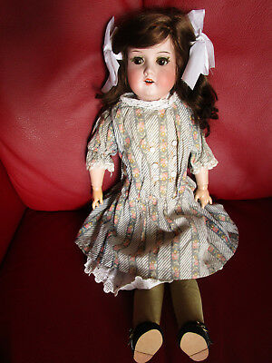 alte Brustblatt - Porzellankopf Puppe Armand Marseille  370  antique doll