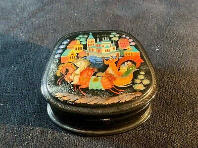Beautiful Signed Hand Painted Vintage Russian Papier Mache Black Lacquered Box