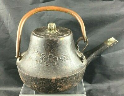 Antique Japanese Old Iron Shapely TEA KETTLE Teapot Tetsubin, Copper Handle