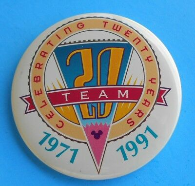 WALT DISNEY WORLD 20th ANNIVERSARY BUTTON DISNEY CAST TEAM BUTTON 1971-1991