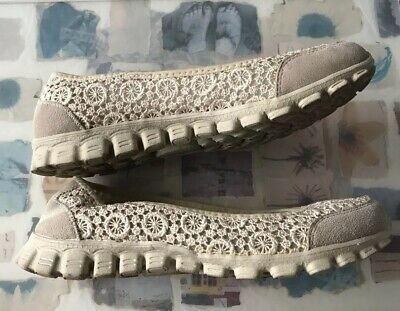 Pretty Lace Skechers Ivory Pumps 3.5 Worn Once,