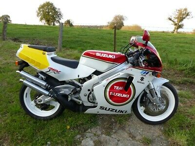 Suzuki rgv 250 no smokes for you ce n'est pas une Lucky Strye 50 exemplaires.