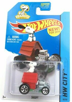 2014 Hot Wheels Snoopy Peanuts Race Car Doghouse Schulz 59//250