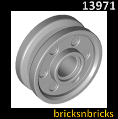 13971 NEUF x 8mm with Fake Bolts LEGO x 4 Light Bluish Gray Wheel 18mm D