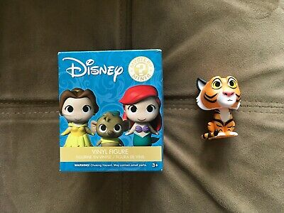 NWT Under Armour Girls Blue V-Neck T-Shirt Top Tee 6 Kids/Youth/Children