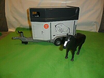 Bruder Toys Horse Box /& Horse Scale 1//16 WTU02921 New Old Stock