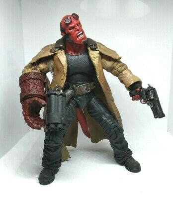 """Hellboy II The Golden Army Red Action Figure 7"""" with Big Baby Shotgun Mezco 2008"""