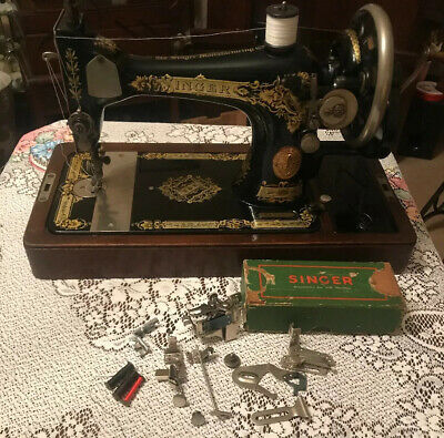 Vintage Singer Sewing Machine 28k With Case & Singer Box Of Accessories 1924