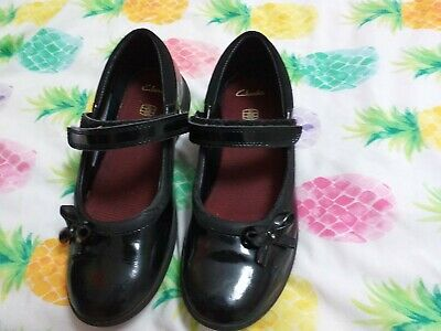Clarks Girls School Shoes Size 2f In Good Condition If Any Questions  Please Ask