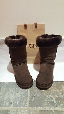 Original /ugg uggs boots size 4 or eu 37 in a brown colour.