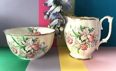 "Vintage c 1950's Roslyn Bone China ""Sweet Romance"" Tea Set Milk Jug & Sugar Bowl"