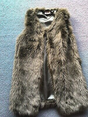 Next Girls Faux Fur Gillet Size 9 Years.