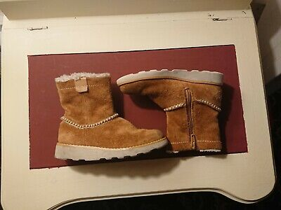 """Clarks girls """"CROWN PIPER"""" Tan Suede boots size 9.5g"""