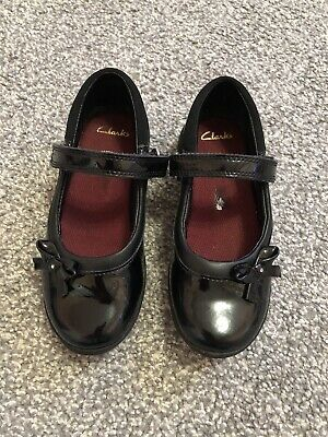 Girls Clarks School Patent Black Shoes Size 10.5 G Only Worn For 2 Weeks