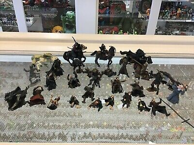 "Lord Of The Rings - Lot Of 6 Horses And 28 Figures - 2"" & 3"""