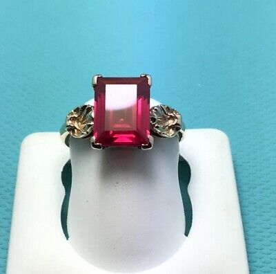 Ladies 10 K Yellow Gold Vintage Ornate Ring Emerald Cut Red Stone