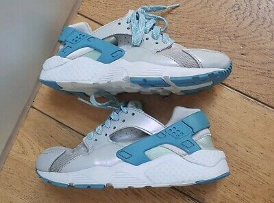 NIKE Blue / white Huaraches trainers/shoes EU36 UK3.5 older girls