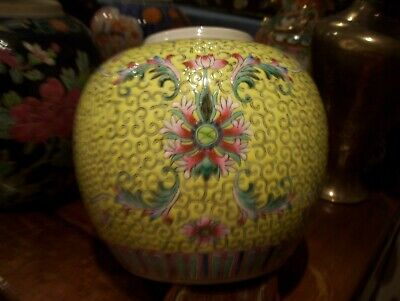 Chinese 19th Century Export Porcelain Jar With Famille Rose