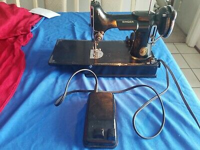 Vintage Singer Featherweight Sewing Machine Model 221 AE 555624 (1937) NO CASE