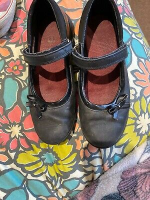 Clarks Girls Black Patent Leather School Shoes Size 2G.