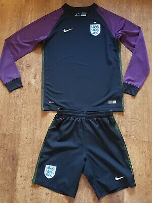 Boys Nike England Goal Keeper Kit. Fab Cindition. Age 10-12 (L) In Kids Nike...