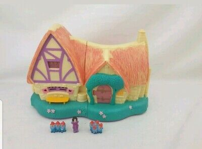 Disney Polly Pocket style  Snow White House Figures  Excellent