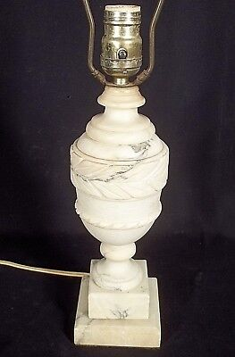 VINTAGE EARLY 20th CENTURY CARVED ITALIAN MARBLE URN LAMP ON A PLINTH BASE