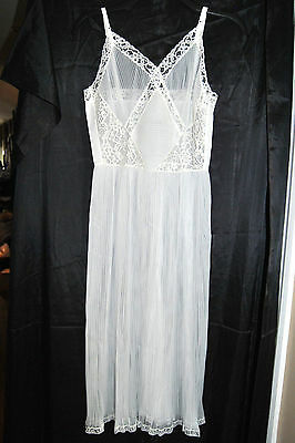 Stunning Vintage White All Accordion Pleat Sheer Full Slip Sz.32 Great Condition