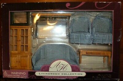New American Heirloom  Miniature Collection Dollhouse Green//Oak 7 PC Living Room