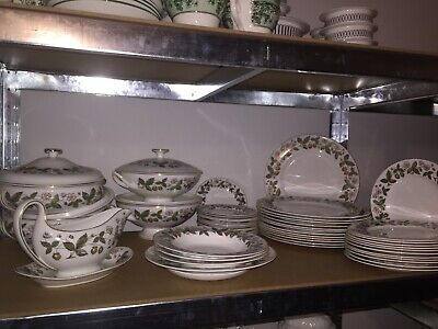 Wedgwood bone china strawberry hill dinner set for 12 service,1st quality
