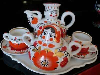 Russian Tea Set for 2: TeaPot, Sugar, 2 Cups & Saucers. Tray. Red & Gold. EUC