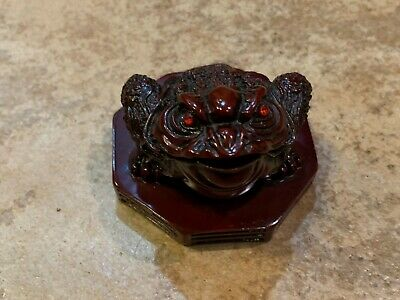 Good Luck Fortune Red Eyes 3 Legs Money Toad Frog Feng Shui Resin Paperweight LN