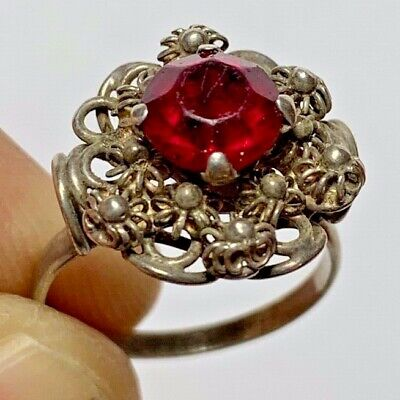 Intact Vintage  Silver Ring - Daisy - Perfect (Roman Brilliant Red Stone)